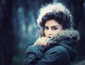 3 triki fryzjera na regenerację włosów po zimie